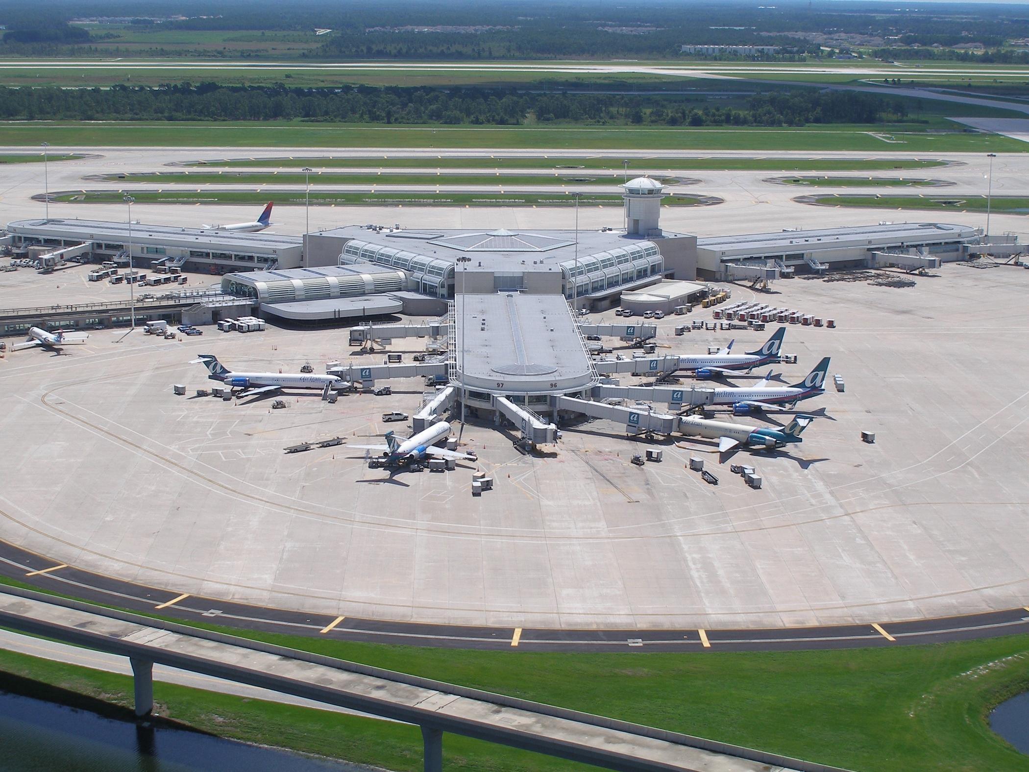 Resultado de imagen para Orlando Airport aircrafts