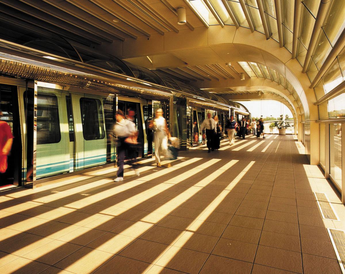 AGT Station & Passengers
